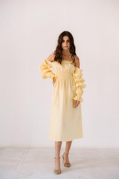 Лимонное платье из льна с рукавом буф и драпировками