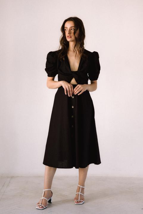 Черное платье из льна с рукавом буф