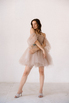 Короткое пышное платье мини песочного цвета с цветами в прокат и аренду в Киеве. Фото 3