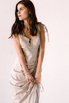 Бежевое платье миди с оборкой сбоку из тенсела в прокат и аренду в Киеве. Фото 4