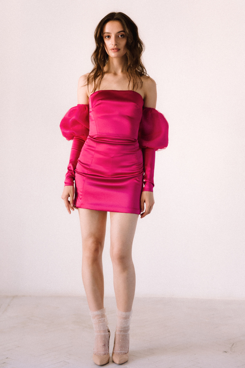 Малиновое платье длины мини со съёмными рукавами