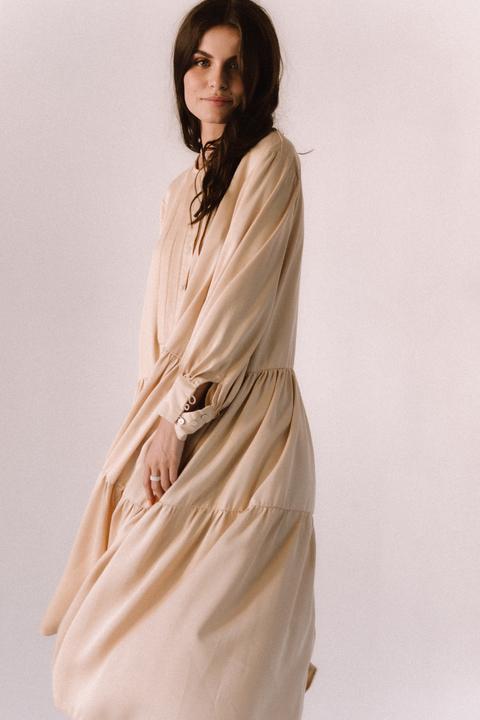 Бежевое свободное платье из тенсела