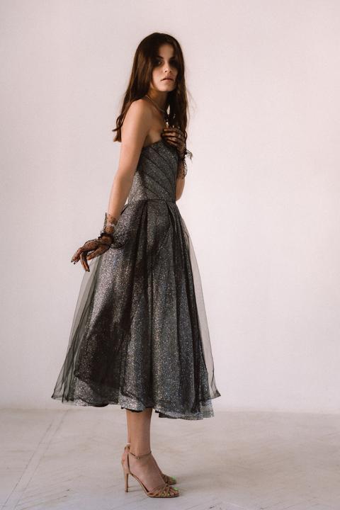 Графитовое блестящее платье-бюстье миди