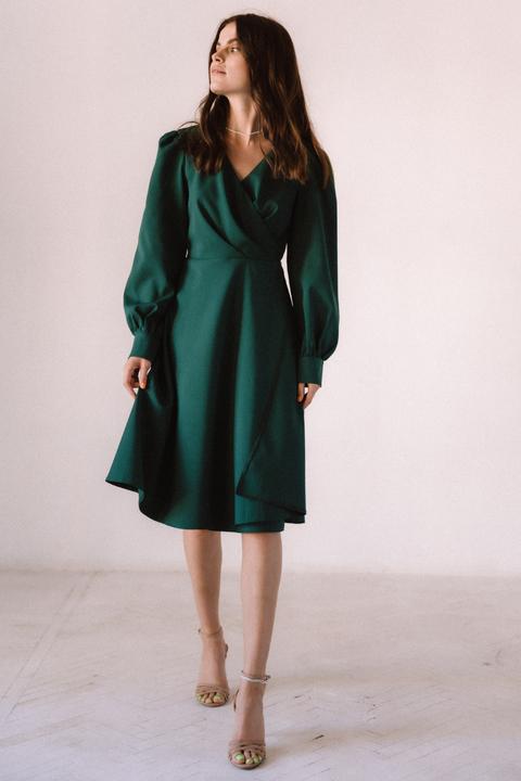 Темно-зеленое платье миди