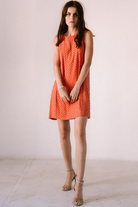 Оранжевое платье мини расшитое камнями
