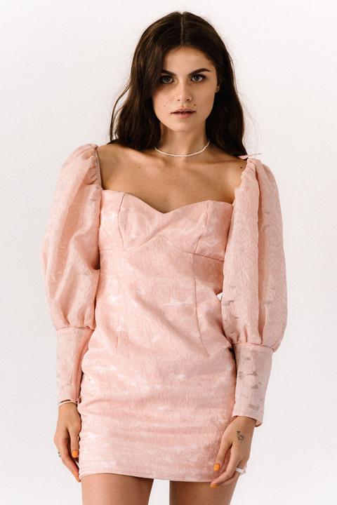 Розовое платье из органзы с обьемными рукавами