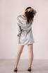 Серебряное шелковое платье мини с длинным рукавом и глубоким декольте в прокат и аренду в Киеве. Фото 6