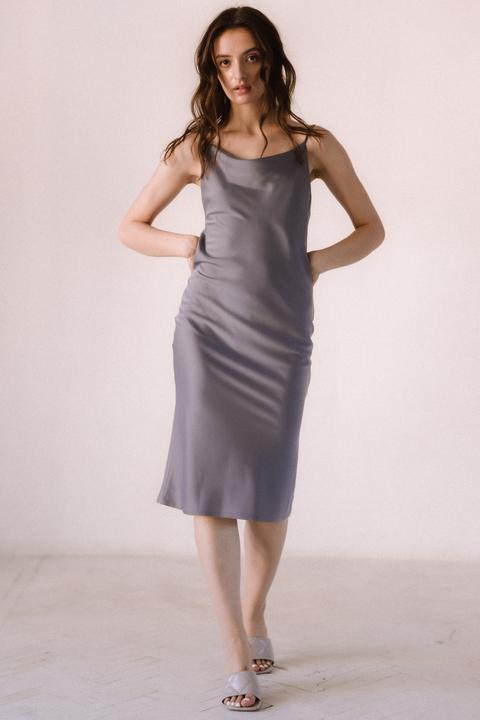 Серое платье комбинация из вискозы с открытой спиной