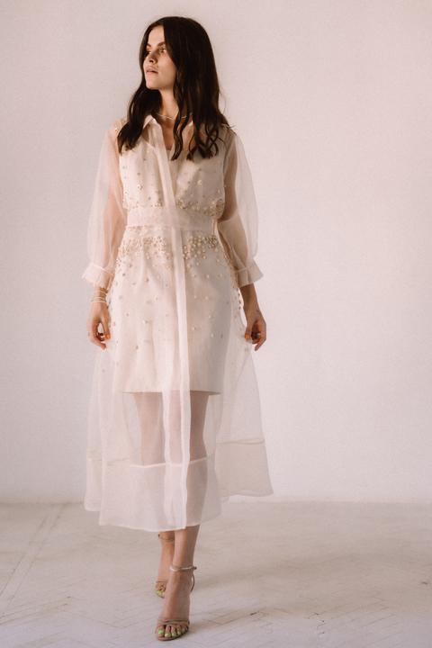 Бежевое комбинированное платье из органзы расшитое бисером