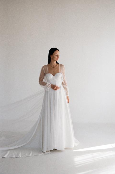 Прозрачное платье из белого кружева в будуарном стиле