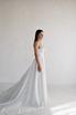Белое пышное платье из атласа с длинным шлейфом в прокат и аренду в Киеве. Фото 1