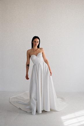 Біла пишна сукню з атласу з довгим шлейфом в прокат и oренду в Киiвi. Фото 2