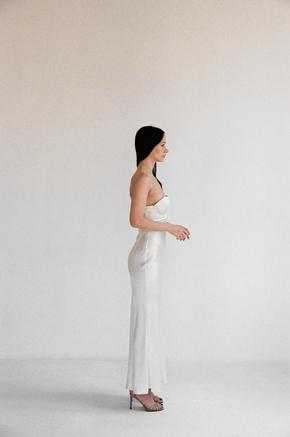 Плаття-бюст'є міді з шовку перлового кольору в прокат и oренду в Киiвi. Фото 2