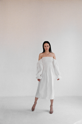 Шовкова біла сукня з рукавом буф і драпіровками в прокат и oренду в Киiвi. Фото 1