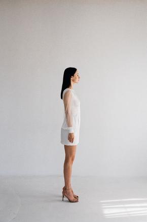 Біле коротке плаття з рукавами з тюлю в прокат и oренду в Киiвi. Фото 2