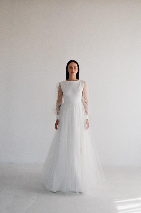 Белое пышное платье в пол с рукавами из органзы