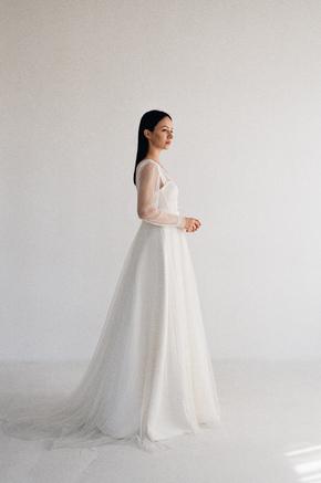 Біла пишна сукня в підлогу з корсетом і чашками в прокат и oренду в Киiвi. Фото 2