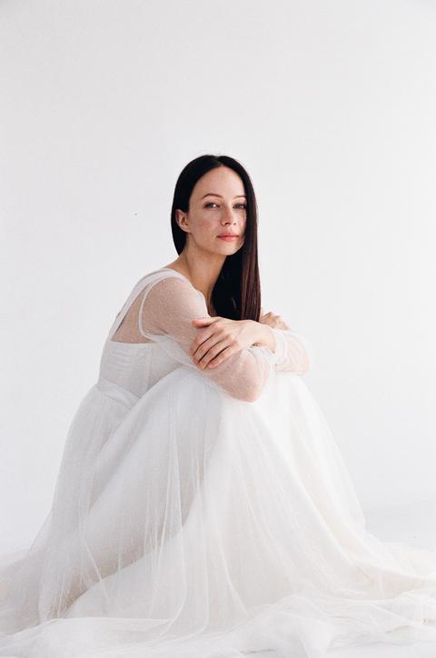 Белое пышное платье в пол с корсетом и чашками