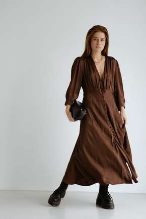 Шелковое платье миди шоколадного цвета с пуговицами в прокат и аренду в Киеве. Фото 2