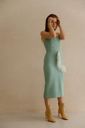 Cилуэтное платье миди с декором из перьев мятного цвета в прокат и аренду в Киеве. Фото 2