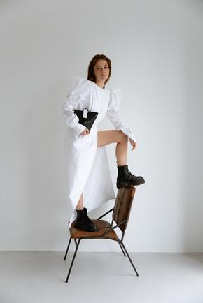 Сукня максі з розрізом білого кольору і об'ємними плечима в прокат и oренду в Киiвi. Фото 1