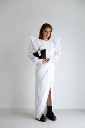 Сукня максі з розрізом білого кольору і об'ємними плечима в прокат и oренду в Киiвi. Фото 2