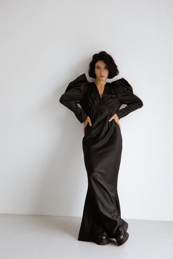 Платье макси черного цвета и объемными плечами в прокат и аренду в Киеве. Фото 2