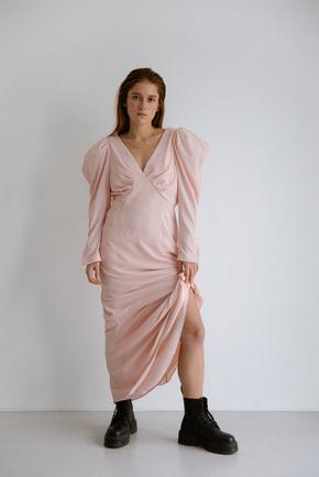Сукня максі з відкритою спиною рожевого кольору з об'ємними плечима в прокат и oренду в Киiвi. Фото 2