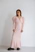 Платье макси с открытой спиной розового цвета с объемными плечами в прокат и аренду в Киеве. Фото 3