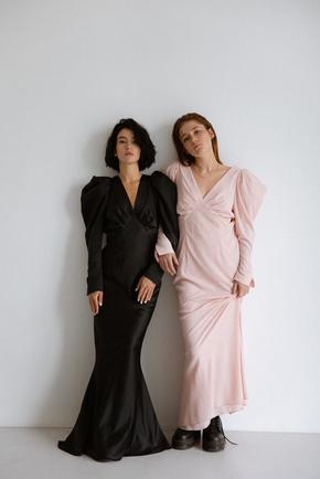 Сукня максі чорного кольору і об'ємними плечима в прокат и oренду в Киiвi. Фото 1