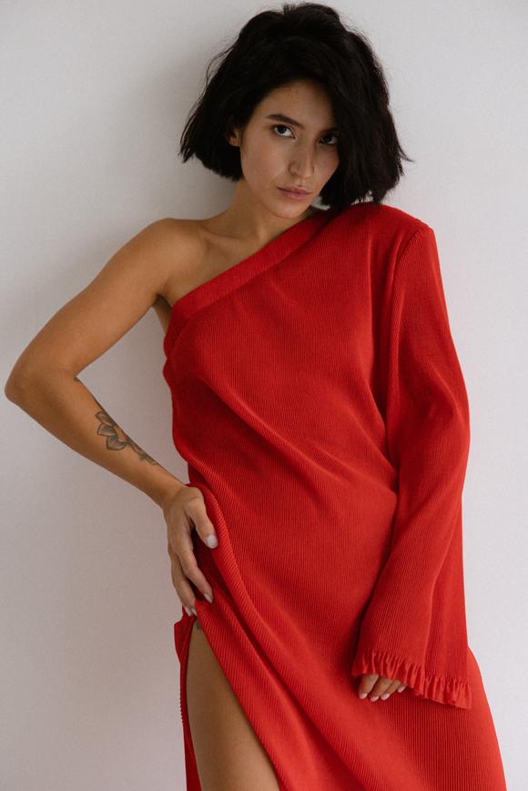 Платье плиссе на одно плечо красного цвета в прокат и аренду в Киеве. Фото 2