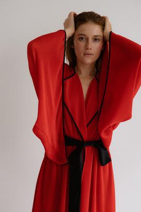 Платье-кимоно плиссе красного цвета в прокат и аренду в Киеве. Фото 1