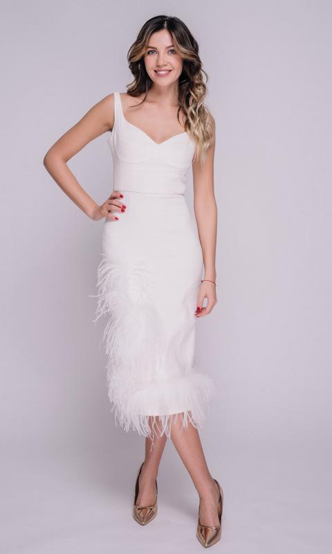 Белое платье миди с перьями