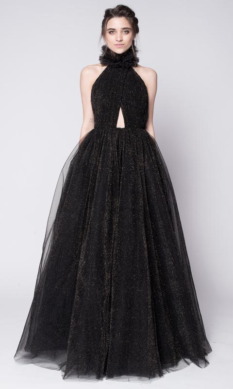Черное пышное платье с мерцанием
