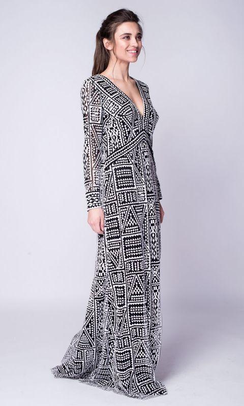 Черно-белое платье в пол с открытой спиной