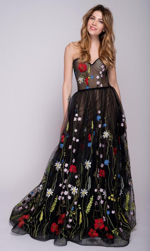 Черное платье в пол расшитое цветами
