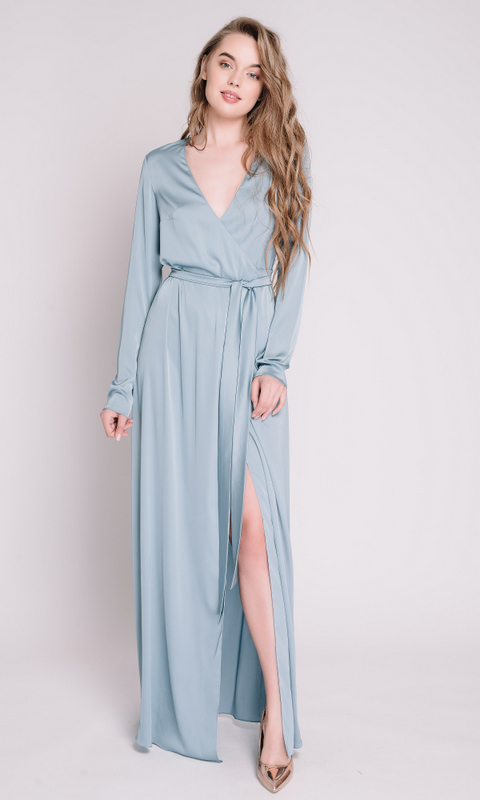 Голубое платье на запах с рукавами