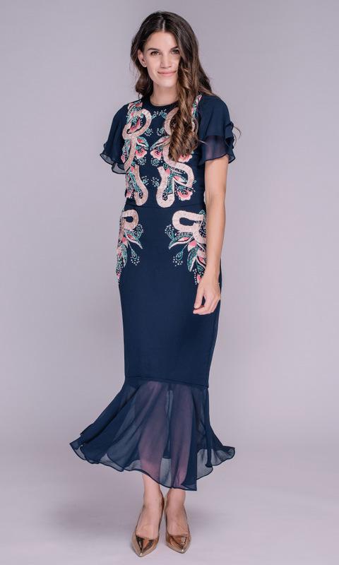 Синее платье с нежно-розовой вышивкой