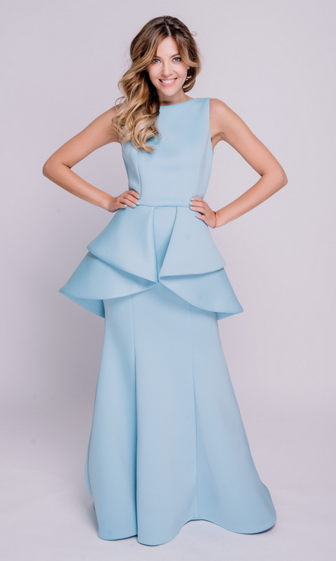 Голубое платье в пол из неопрена с баской