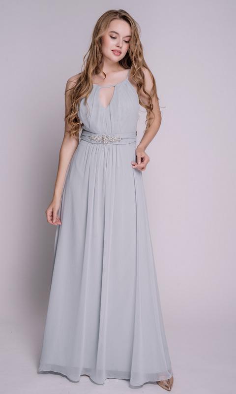 Серое платье в пол с камнями на поясе
