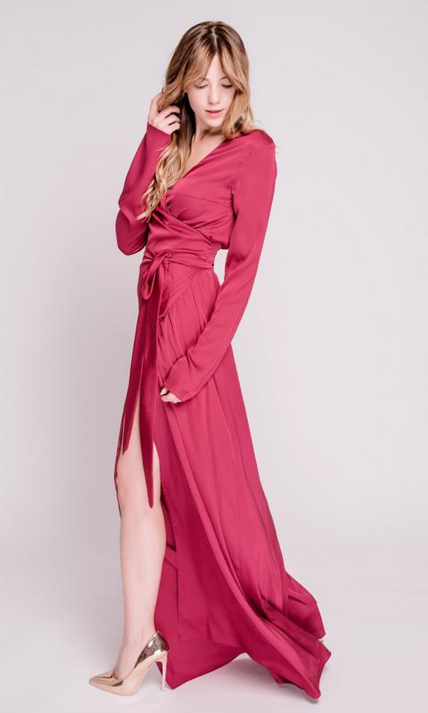 Платье цвета фуксия с рукавами