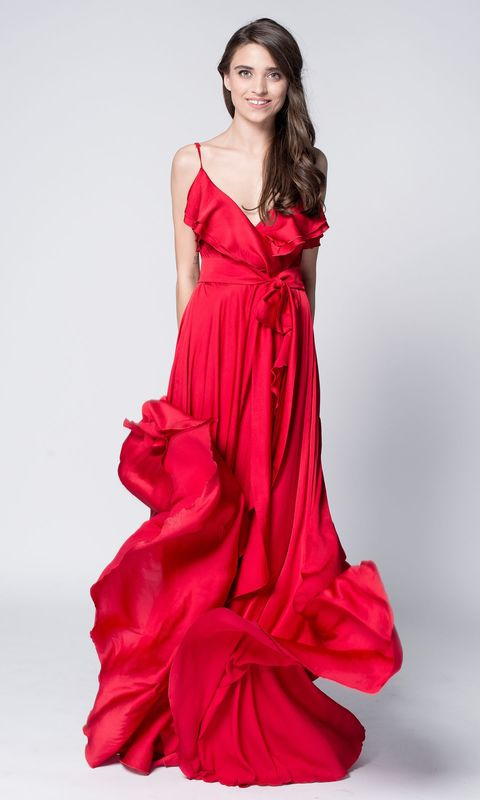 Красное шелковое платье на запах