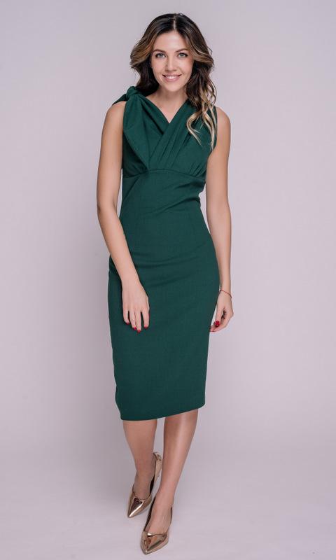 Зеленое платье миди с асимметричным верхом