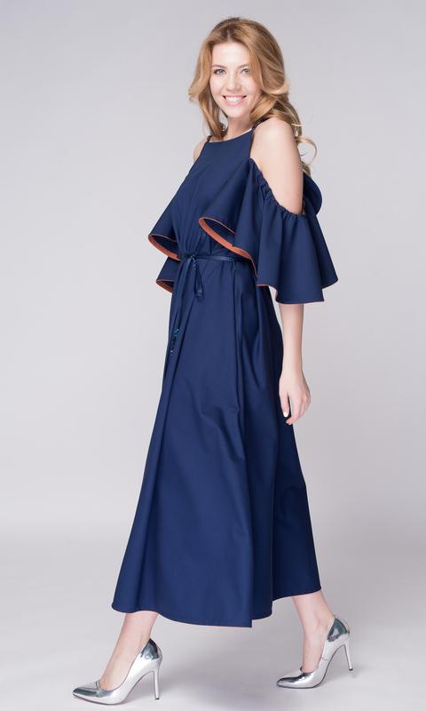 Темно-синее платье свободного кроя