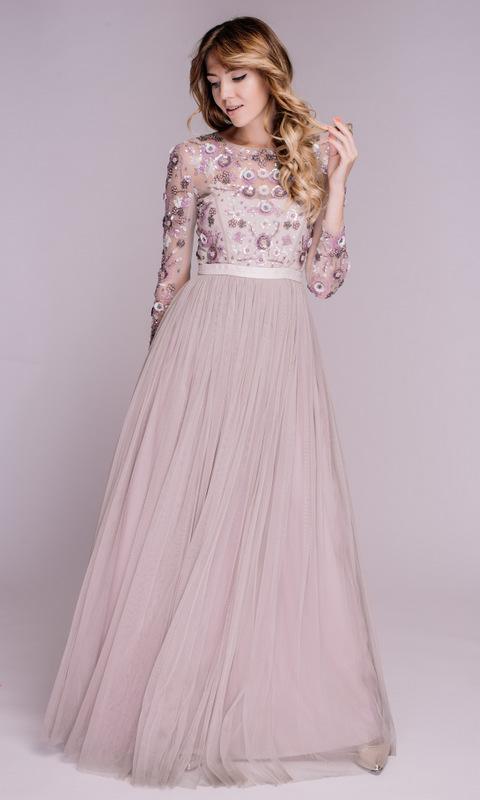 Платье лавандового цвета с расшитыми рукавами