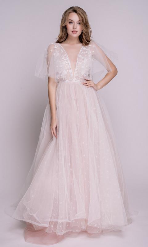 Розовое пышное платье в пол со звездами