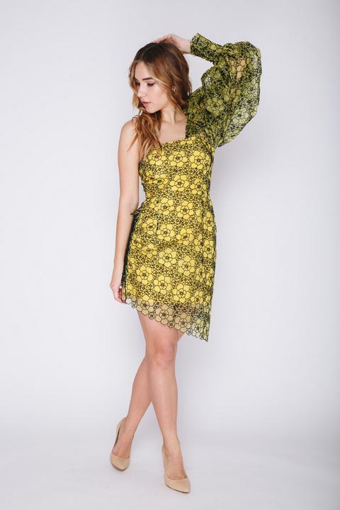 Желтое платье мини с рукавом на одно плечо