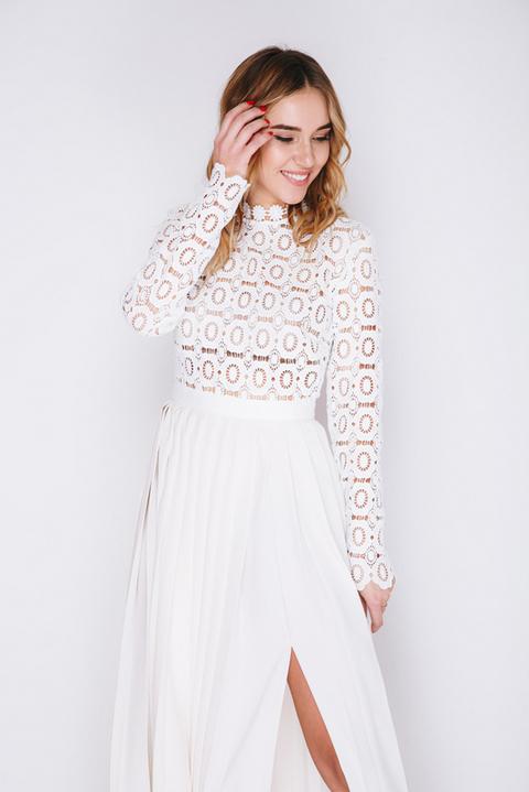 Белое платье в пол с кружевным верхом и плиссированной юбкой