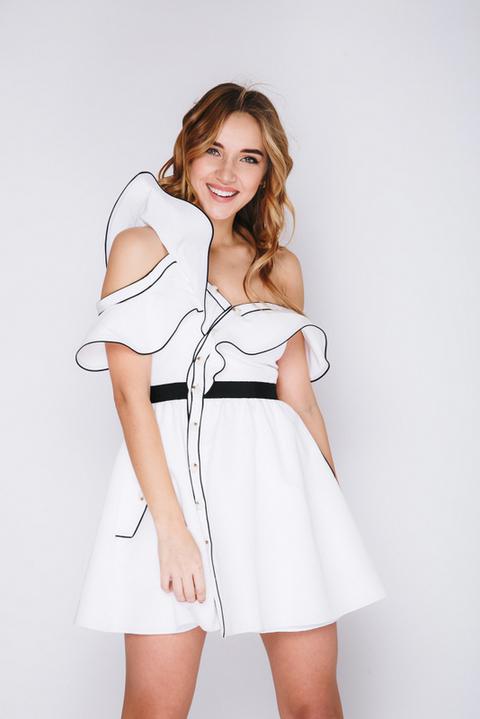 Белое платье мини с ассиметричным верхом