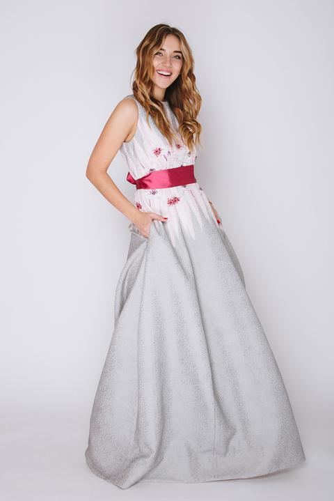 Серое платье в пол с принтом